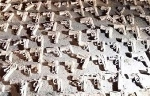 İstanbul'da gömülü 240 tabanca bulundu