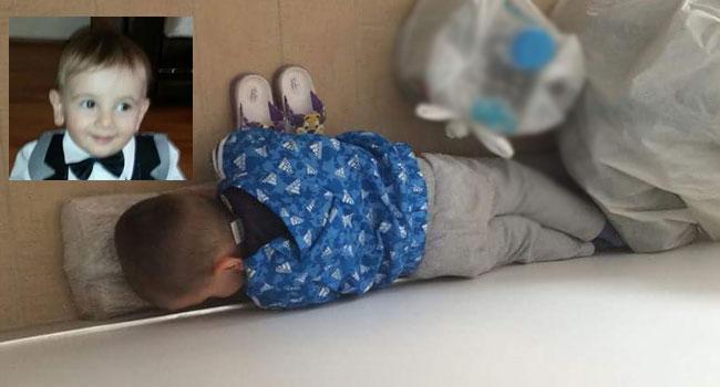 Tahtayı yastık yapıp uyudu!