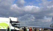 Kamyona Uçak çarptı