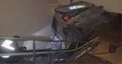 Otomobil metro girişine uçtu