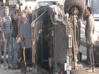 İstanbul'da Özel harekat polislerini taşıyan zırhlı araç devrildi