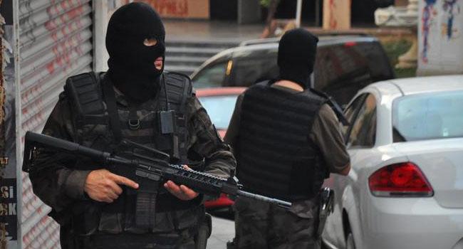 İzmir'de bir gence  'ajan ol' işkencesi