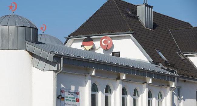 Diyanet soruşturma altındaki imamları Türkiye'ye getirmiş