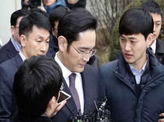Güney Kore'de rüşvet skandalı Samsung'u da zora soktu