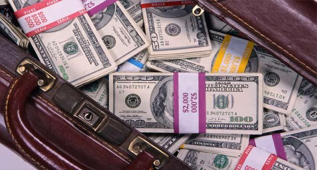 Para biraz kesilince hem dolar artıyor, hem faiz yükseliyor....