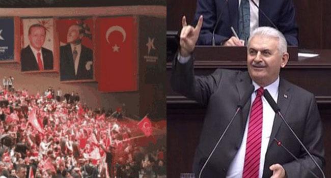 Erdoğan posterinden sonra Bozkurt işareti