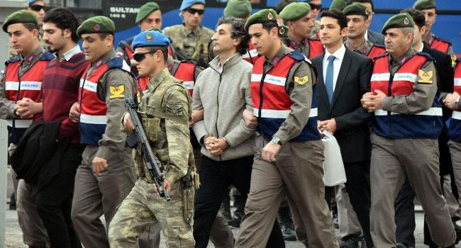 Erdoğan'ı almaya silahsız gönderilmişler!