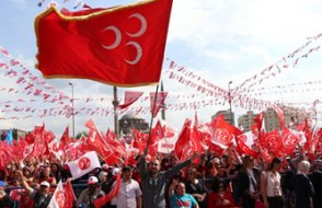 MHP'de bir toplu istifa daha!
