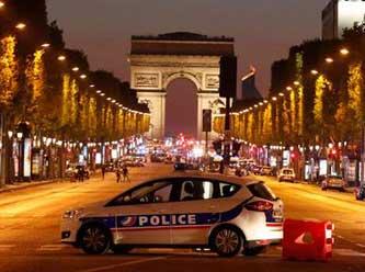 Paris sokaklarını sel bastı...
