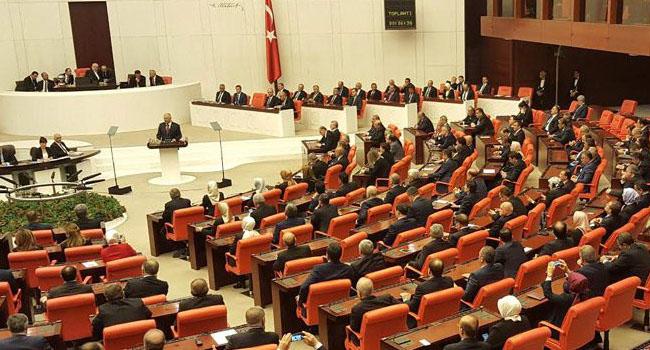 Sansür yasası meclisten geçti... İnternet denetimi RTÜK'e geçti...
