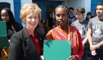 Kanada'da hizmet okulunun 85 öğrencisine Meclis özel ödülü