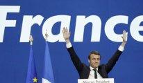 Fransa'da ilk sonuçlar Macron'un yüzünü güldürdü