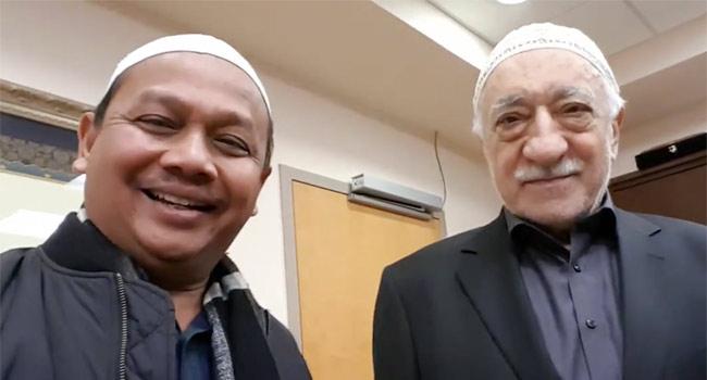 Hocaefendi ile ilk selfie röportajı