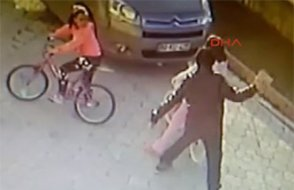 9 yaşındaki kız çocuğuna parke taşıyla vurdu, son 50 yılın en iyi yargısı serbest bıraktı