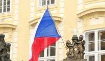 Çek'ler bina ve apartman içlerine kadar yasak getirdi
