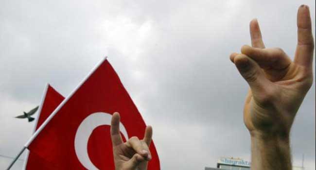 'Bozkurt işareti yapılmayacak' söylentisi MHP'ye hayat öpücüğü oldu