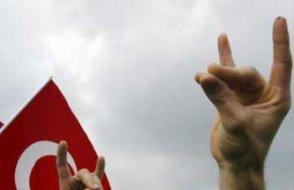 CDU bozkurt işaretinin yasaklanmasına karşı çıktı
