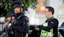 Londra'da cami çıkışında araç yayaların arasına daldı: En az 2 yaralı