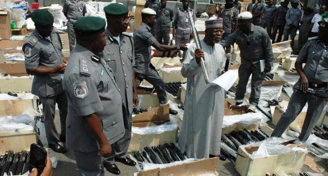 Nijerya'da Türkiye'den gemide yüklü miktarda silah yakalandı