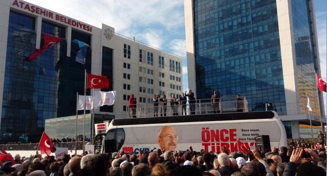 CHP'li üyeleri ikna etmeye çalışıyorlar