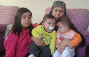 Anne ve babası tutuklanan ikiz bebekler cezaevine girecek