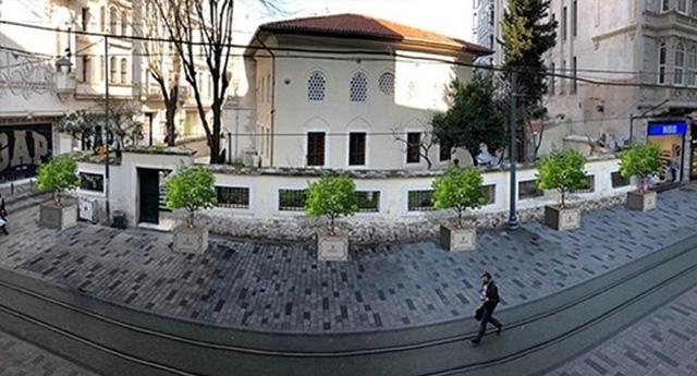 Belediyeden Taksim'e 24 saksı müjdesi(!)