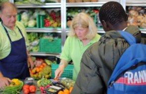 Almanya'da büyük tartışma...Yardım derneği Alman olmayanlara yiyecek yardımını kesti