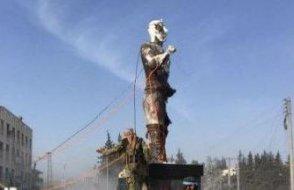 Afrin'e giren ÖSO ilk iş Demirci Kawa'nın heykelini yıktı