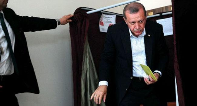 AKP'li eski danışmandan AKP'ye sert sözler