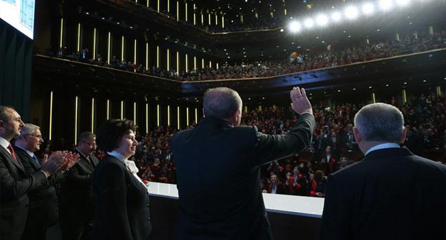 İşte Saray yargısı... Hakim ve Savcılar  Erdoğan'ı ayakta alkışladı