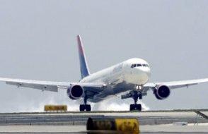 Pilotlar kabin basıncı düğmesine basmayı unuttu, yolcuların burunları ve kulakları kanadı