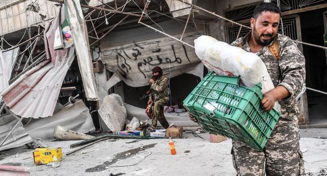 Afrin iddiası: ÖSO milisleri ev ve dükkanları yağmalıyor...