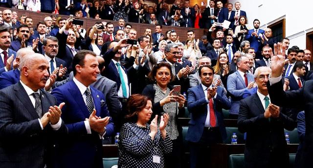 Ne dertler var... AKP'li vekil 'oturacak koltuk yok' diye isyan etti