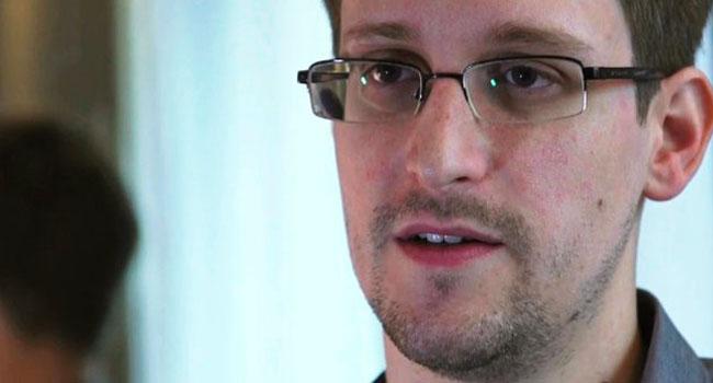Rusya Snowden'a süresiz oturma izni verdi