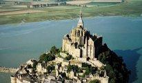Fransa'da tarihi ada terör şüphesiyle boşaltıldı