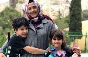 Yunanistan'da vefat eden Esma Uludağ'ın çocuklarından duygusal görüntü...