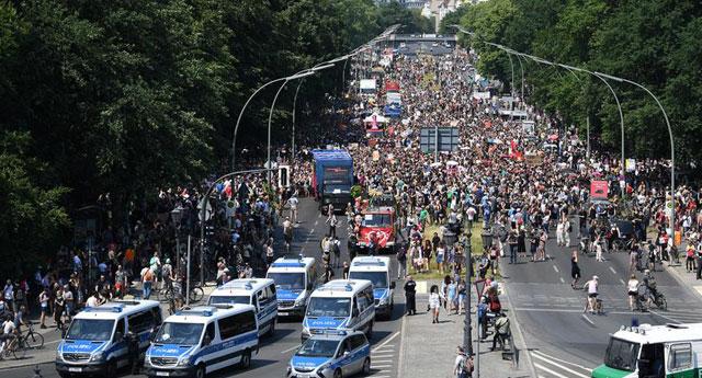 Sağ popülist partiye karşı yürüdüler