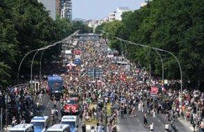 Almanya'da 5 bin kişilik AFD mitingine karşı 20 bin kişilik miting