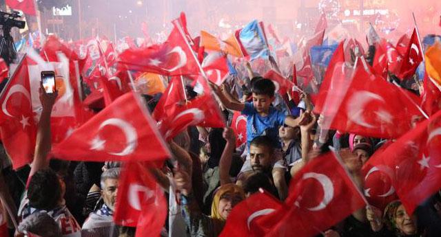 Seçimden çıkan tek cümlelik sonuç..... Siyasal İslam kazandı, demokrasi kaybetti