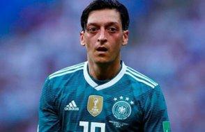 Mesut Özil bıraktı Ama tartışma daha da alevlendi