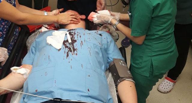 Acilde doktorun başında kaldırım taşı kırdılar