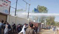 Şimdi de Afganistan... Okulda bekleyen öğrenci ve velilere sert müdahale