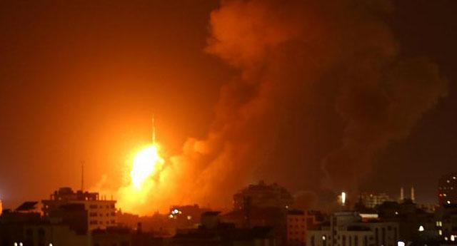 İsrail bir ailenin yaşadığı evi vurdu: 8'i çocuk 10 kişiyi öldürdü