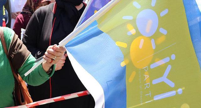 300 AKP'li istifa edip İyi Parti'ye geçti