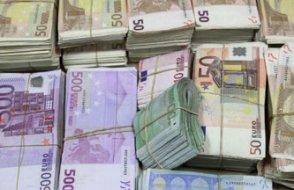 İkinci el dolaptan 95 bin euro çıkan adam parayı sahibine iade etti