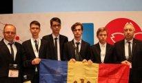 Öğretmenleri hukuksuz şekilde iade edilen öğrenciler Moldova'ya madalyayla döndü