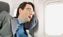 'Uçak inerken uyumak kulağa kalıcı hasar verebiliyor'