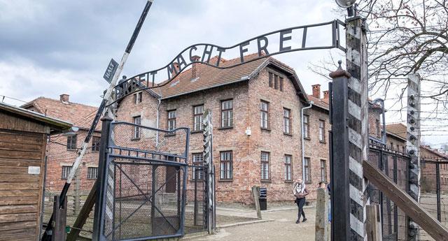 Chelsea, ırkçı taraftarları Auschwitz kampına götürecek