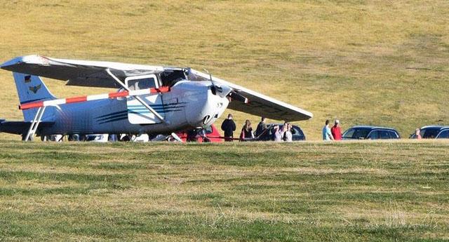 Almanya'da kalabalığın üstüne uçak düştü : 3 kişi öldü 8 kişi yaralandı.