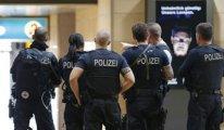 Almanya'da 50 polisin cep telefonuna el konuldu